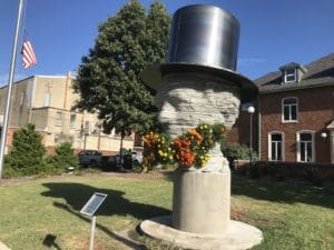 Macomb's Living Lincoln Topiary Monument